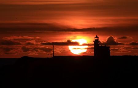 落日 夕阳 灯塔 4K风景高端电脑桌面壁纸