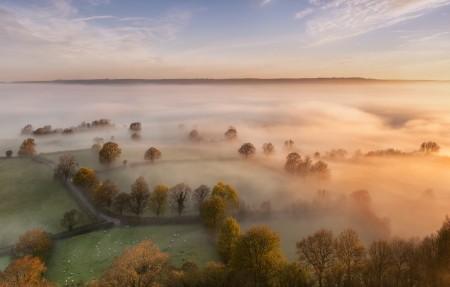 格拉斯顿伯里山顶 英国萨默塞特的景色 雾海 3840x2160风景高端电脑桌面壁纸