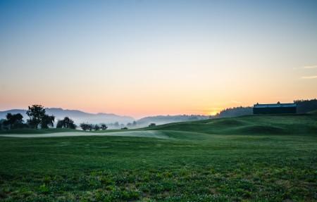 高尔夫球场 日出风景4K高端电脑桌面壁纸