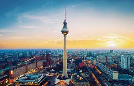 德国柏林电视塔4K风景高端电脑桌面壁纸