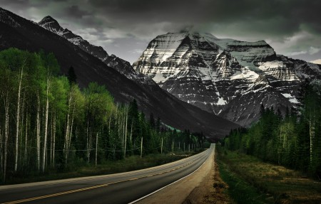 加拿大落基山脉最高的山峰 罗布森山3840x2160风景高端电脑桌面壁纸