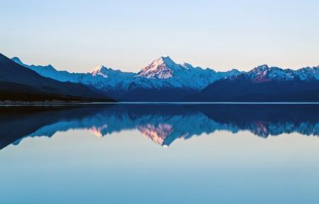 库克山和波卡奇湖周围的山峰 宁静的湖 4K风景高端电脑桌面壁纸