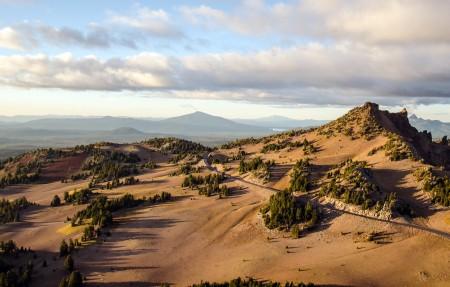 俄勒冈州的火山口湖4K风景高端电脑桌面壁纸