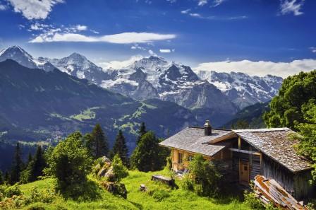 草 树 山 岩石 冰川 小屋 瑞士格林德瓦 4K风景高端电脑桌面壁纸