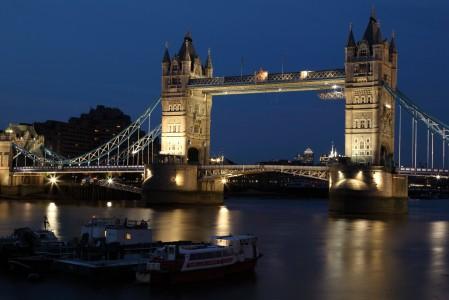 伦敦塔桥夜景 黑暗 黄昏 英格兰城市风光5K高端电脑桌面壁纸