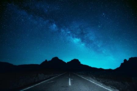 晚上 道路 空间 星星 银河系 星空 7K风景超高清壁纸精选