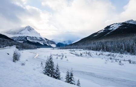冰冻河 道路 山 冬季5K风景高端电脑桌面壁纸