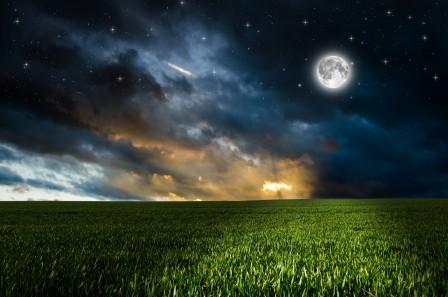 云 草地 天空 晚上 田地 绿色 月亮 星星 4K风景高端电脑桌面壁纸