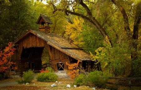 美丽的秋季风景4K高端电脑桌面壁纸