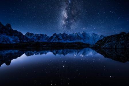 晚上 湖 山 银河 星空 5K风景高端电脑桌面壁纸