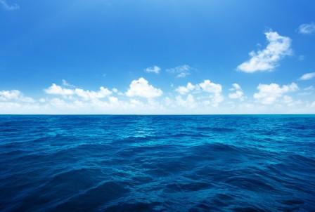 海洋 蓝色大海 天空 云 4K风景高端电脑桌面壁纸