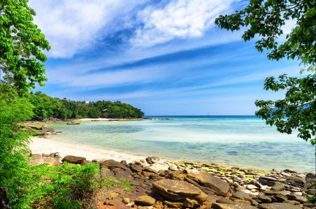 天空 船 大海 沙滩 沙滩 树木 泰国披披岛4K风景高端电脑桌面壁纸
