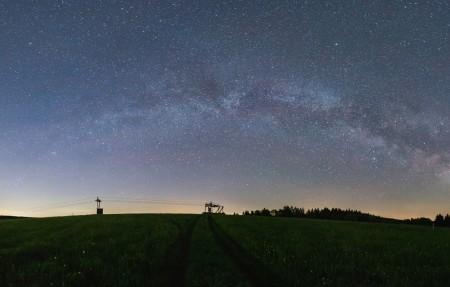 银河系 全景 繁星点点的天空 夜晚的天空 星空4K高端电脑桌面壁纸 3840x2160