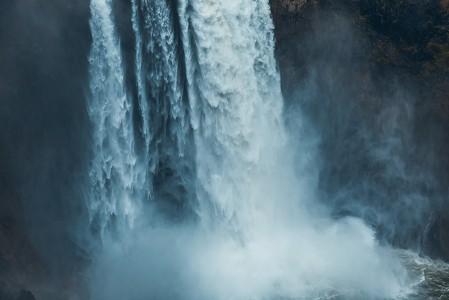 瀑布摄影风景5K高端电脑桌面壁纸