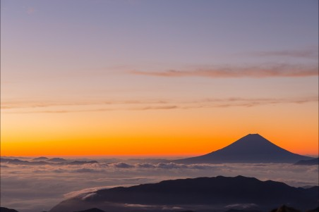 日本 富士山 早晨的阳光 日出 云海 5K风景高端电脑桌面壁纸