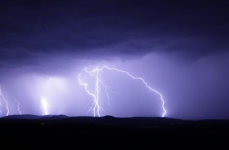 闪光 雷暴 天空 黑夜 天气 闪电4K风景高端电脑桌面壁纸
