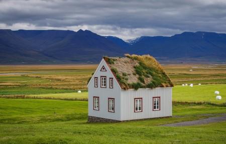 冰岛 现代化的房子 4K风景高端电脑桌面壁纸
