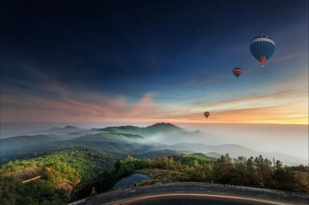 丘陵 道路 晚上 气球 4K风景高端电脑桌面壁纸