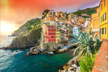 海岸 岩石 船 意大利 里奥马焦雷 房屋 4K风景高端电脑桌面壁纸