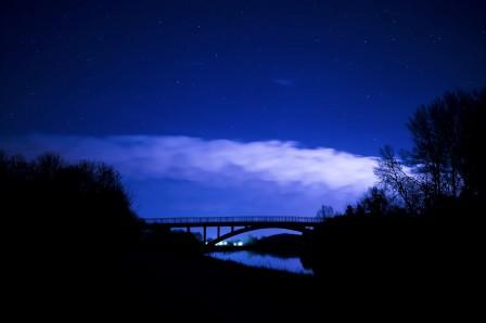 繁星点点的天空 夜间 夜晚的天空 云 黑暗 5K风景图片