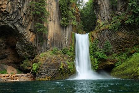 俄勒冈州瀑布风景4K高端电脑桌面壁纸