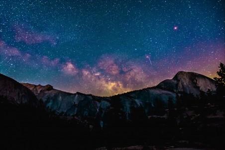 夜晚的山 星空风景4K高端电脑桌面壁纸