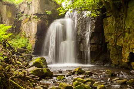 瀑布 岩石 石头 4K风景高端电脑桌面壁纸
