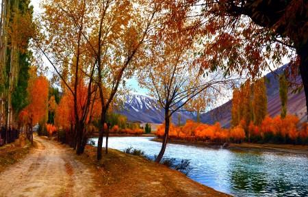自然天空河水秋天风景4K图片