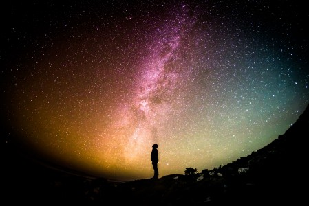 银河 宇宙 人 星星 寻找 天空 夜- 天文摄影 5K星空图片