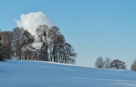 小教堂 冬天 景观 蓝色天空 白云 4K风景图片