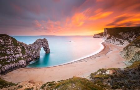 沙滩 大海 日落 岩石 6K风景图片高端电脑桌面壁纸