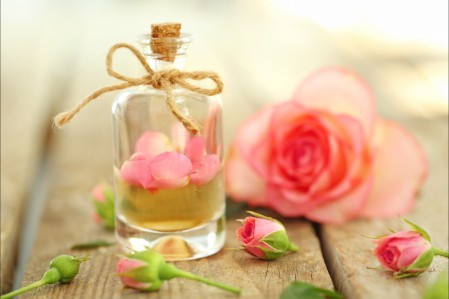 粉红色的玫瑰花瓣 香水 5K图片