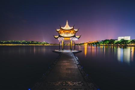 杭州西湖聚贤亭4K风景高端电脑桌面壁纸图片