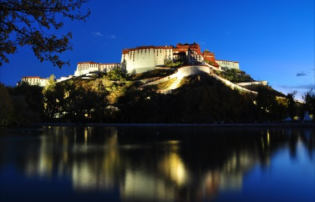 夜晚的布达拉宫风景摄影4k图片高端电脑桌面壁纸