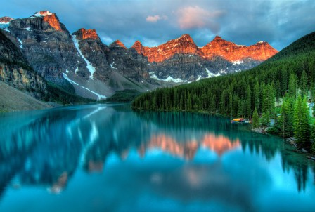 艾伯塔省 班夫 美丽 蓝色 加拿大 云 森林 湖 4K风景高端电脑桌面壁纸