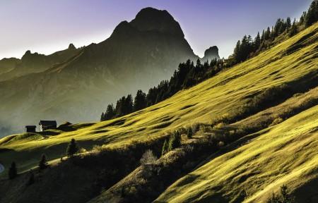 山 高山 弯曲的道路 房子 5K风景图片高端电脑桌面壁纸