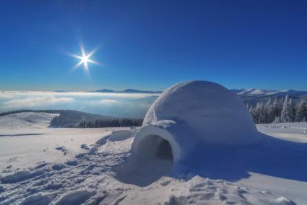 景观 雪屋 树林 天空 太阳 8k风景图片