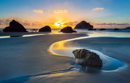 日出 沙滩 岩石 海洋 4K风景超高清壁纸精选