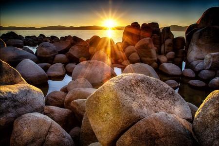 海滩的石头5K风景图片