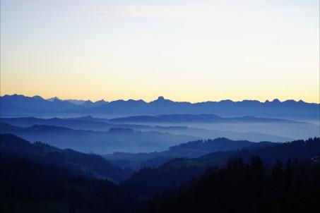 朦胧的山脉8K风景图片