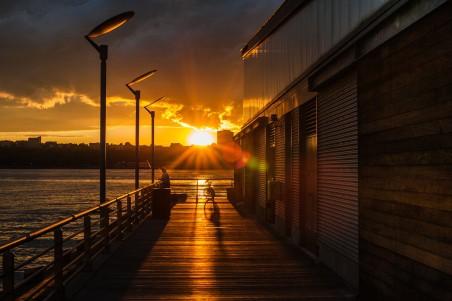 城市的傍晚 日落 太阳 天空 4K高端电脑桌面壁纸