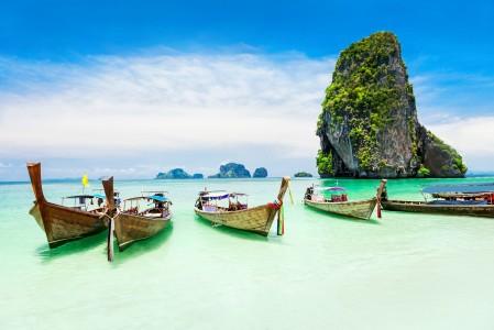 热带天堂 海 船只 4K风景高端电脑桌面壁纸