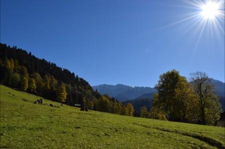 巴伐利亚山 蓝色天空 太阳 4k风景图片