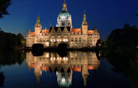 晚上 灯 慕尼黑新市政厅风景图片