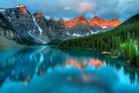 冰碛湖日出,加拿大最美丽的湖泊冰碛湖风景4k高清高端电脑桌面壁纸