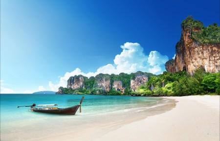 蓝色大海天空,沙滩,海水,海洋,夏天,度假,船,5K高清风景图片