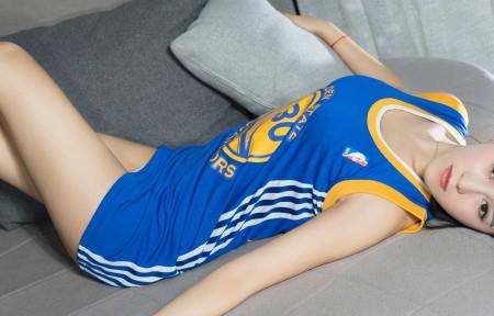 蓝色球衣美女3440x1440超高清壁纸精选