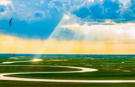 光照草原曲水风景3440x1440高端电脑桌面壁纸