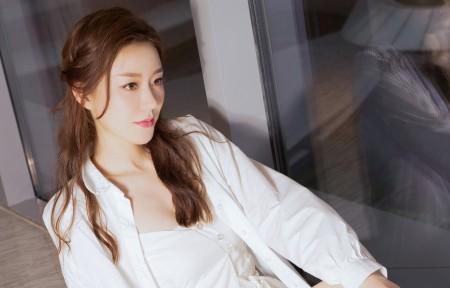江琴 长发白色衣服美女3440x1440高端电脑桌面壁纸
