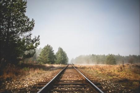 秋季铁路风景4k高端电脑桌面壁纸